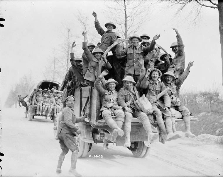 Canadian soldiers WW1 returning from Vimy Ridge - Archives Canada